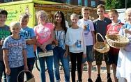 Schüler sammeln für UNICEF – Bunt gestaltete Steine für Schulen in Afrika