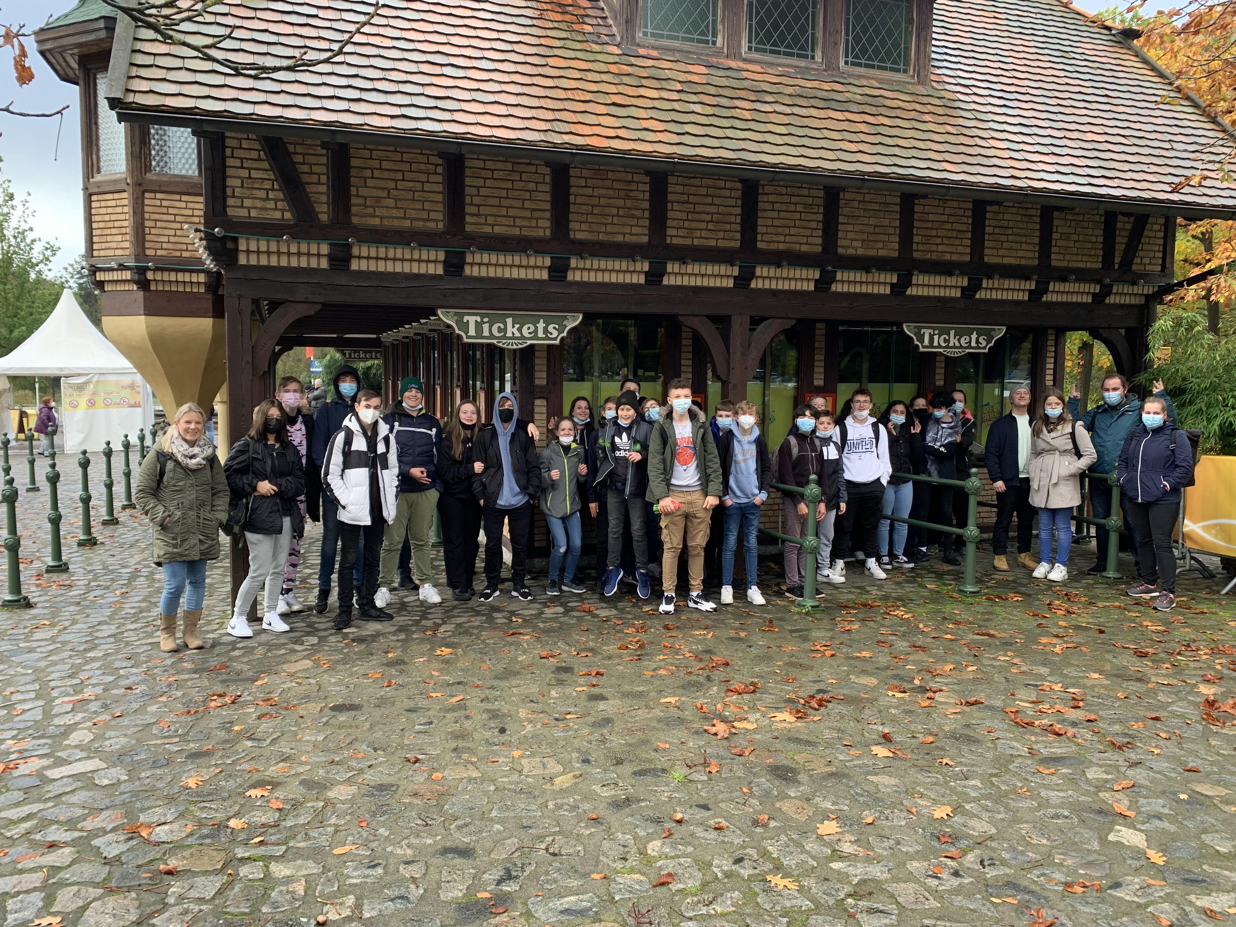 Schule mal anders:  Die 8a und 8d im Heide Park